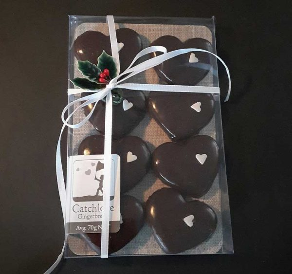 8 Hearts with ribbon and holly